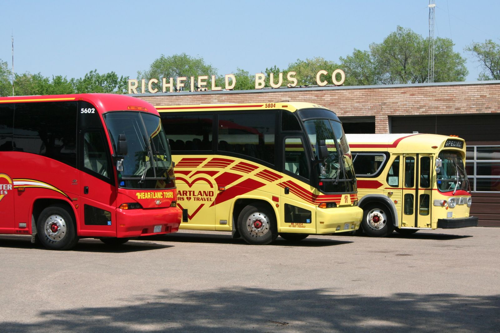 Richfield Bus Company Twin Cities, Bloomington MN Bussing company, cross country transportation